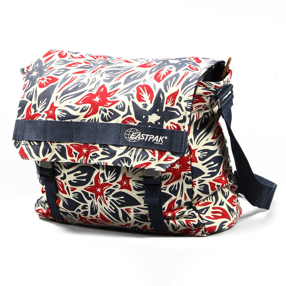 Bagaglio soft claster bag hawaiian 52 navy eastpak for Indirizzi universitari moda