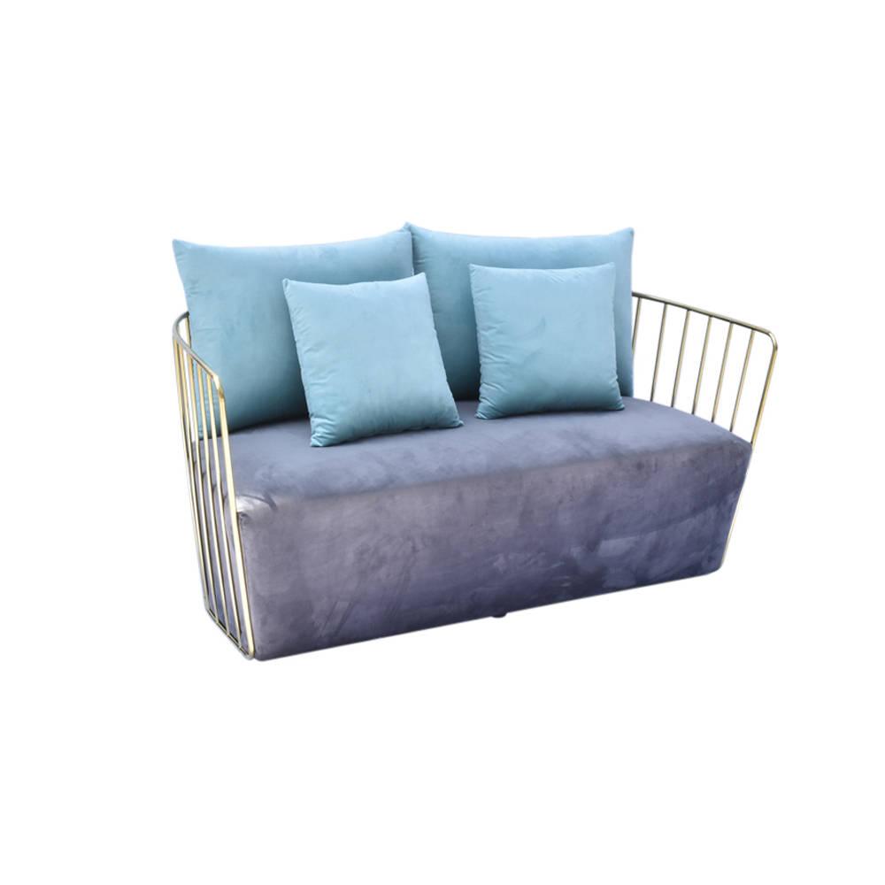 Divano 2 posti in velluto grigio scuro azzurro braid for Divano azzurro