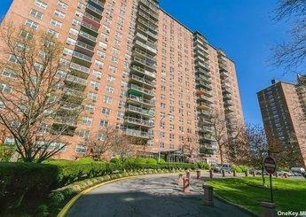 880 Boynton Avenue Unit: 1M