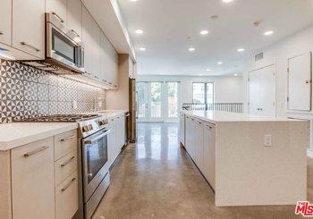 1250 N Fairfax Avenue Unit: 206