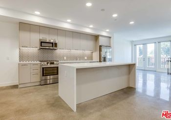 1250 N Fairfax Avenue Unit: 209