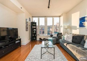 1125 Maxwell Lane Unit: 630