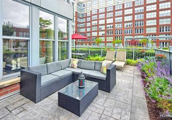 1125 Maxwell Lane Unit: 423