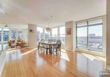 1125 Maxwell Lane Unit: 1113