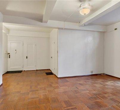 20 Metropolitan Oval Unit: 1G