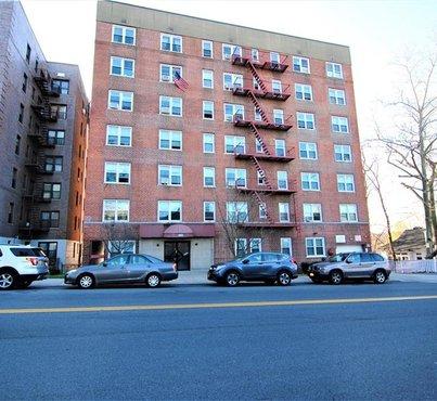 585 Mclean Avenue Unit: 2C