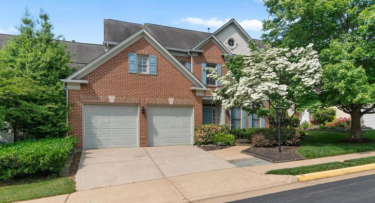 5272 Winter View Dr
