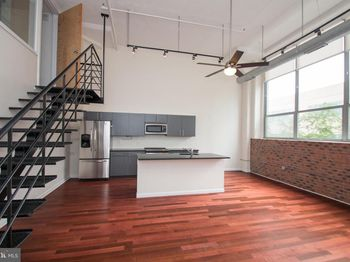 2200 Arch St #207