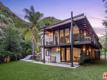 3489 Mandeville Canyon