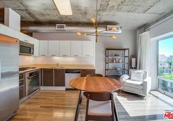 645 W 9th Street Unit: 529