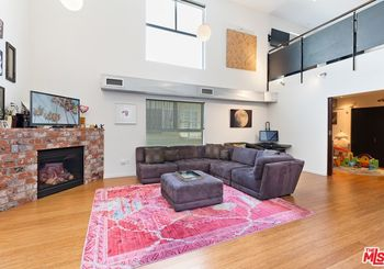 7062 Hawthorn Avenue Unit: 105