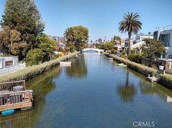 211 Carroll Canal