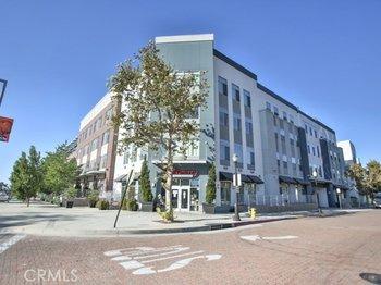 435 Center Street Promenade