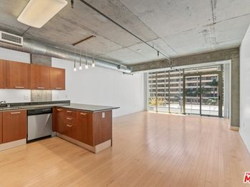 645 W 9th Street Unit: 438