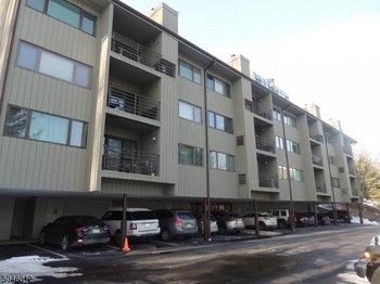 61 Mount Kemble Ave 402