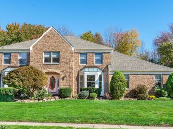 46 SILVER SPRING CT