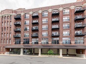 360 360 West Illinois Street 213