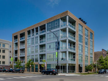 1550 West Cornelia Avenue Unit: 406
