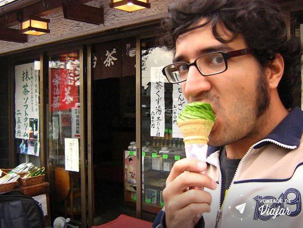 Kyoto - sorvete de matcha tipico de Uji o sorvete e polvilhado pelo po do cha