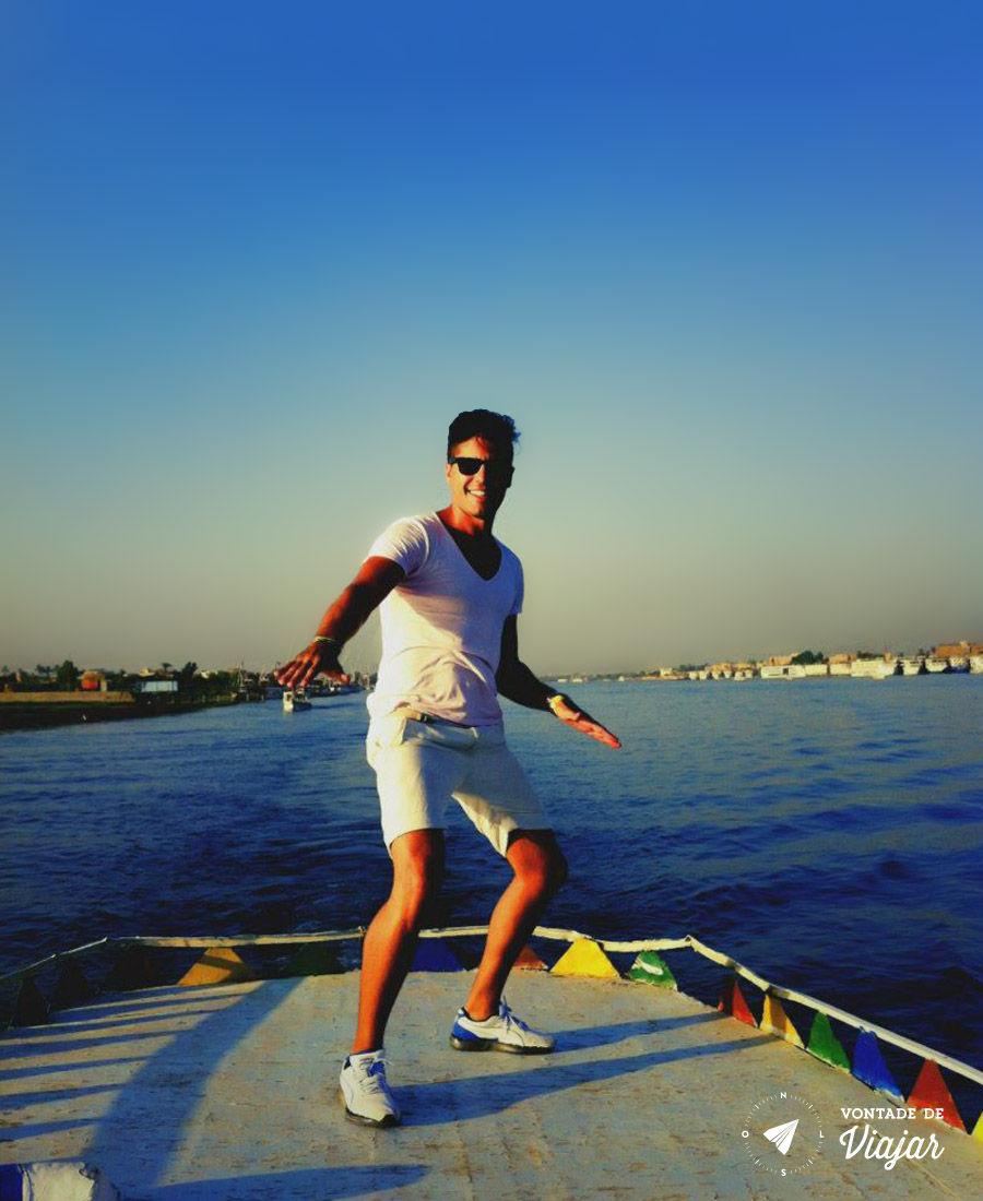 Sol do Egito num barco pelo Rio Nilo