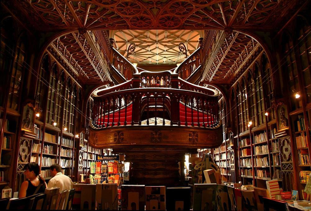 Livraria Lello no Porto - Foto de Delviking on Flickr https://www.flickr.com/photos/delviking/234946462
