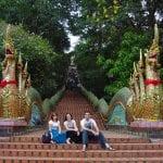 Tailandia Chiang Mai Doi Suthep - Escadaria para o templo