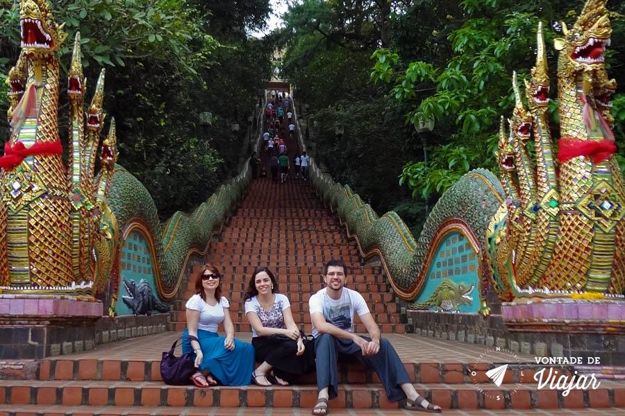 Tailandia Chiang Mai Doi Suthep - Escadaria serpente Naga - Templo dourado