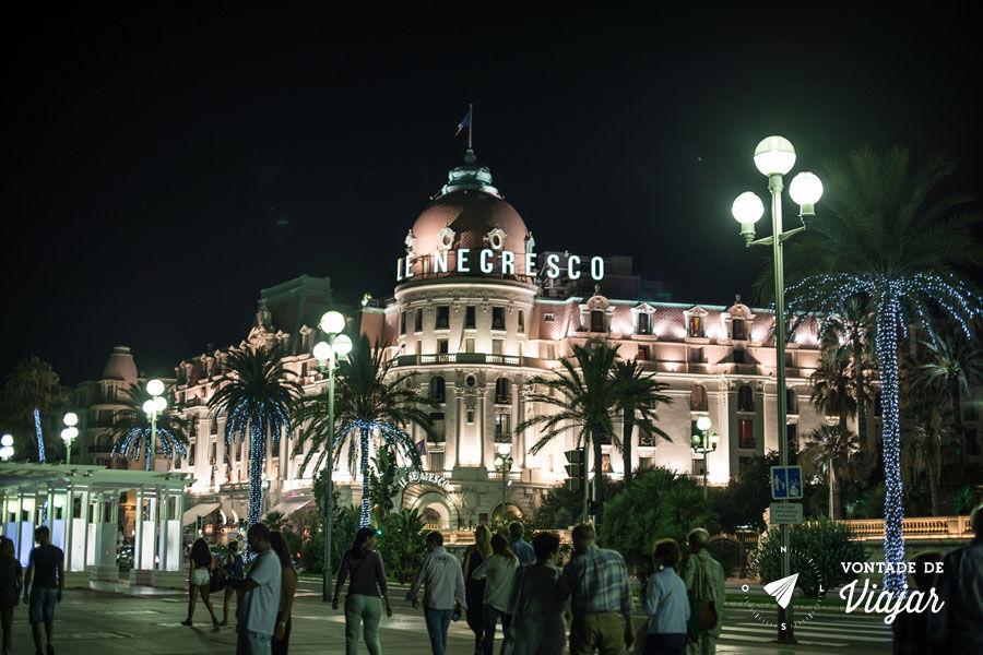 Nice - Hotel Negresco iluminado a noite