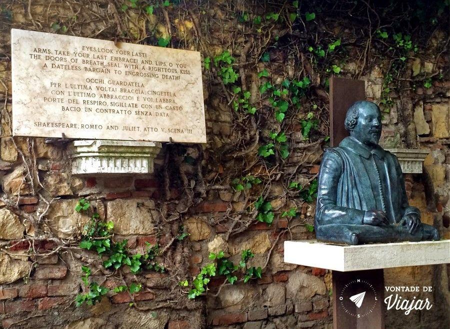 Romeu e Julieta história - Trecho de Romeu e Julieta estatua de Shakespeare