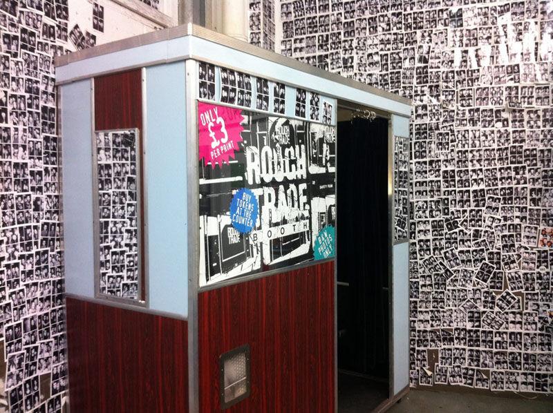 Cabines de fotos 3x4 - loja de discos Rough Trade East em Londres - foto Timeout