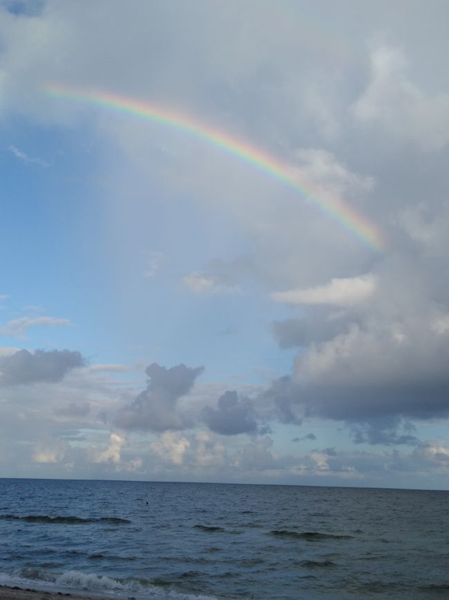 Beautiful rainbow at Lauderdale by the Sea this weekend.  Sends a message of hope to all during these difficult times. Do not give up hope and maintain a positive attitude towards all. In the end we are worth it! ♥️🌻