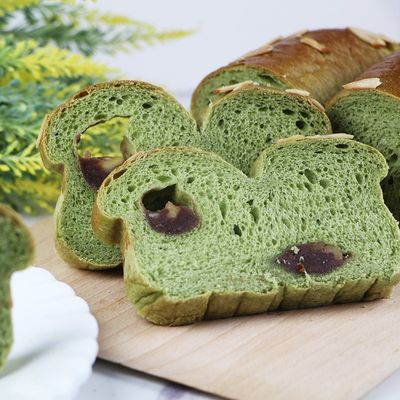 Soft Green Tea Bread with An Pan and Walnuts Recipe