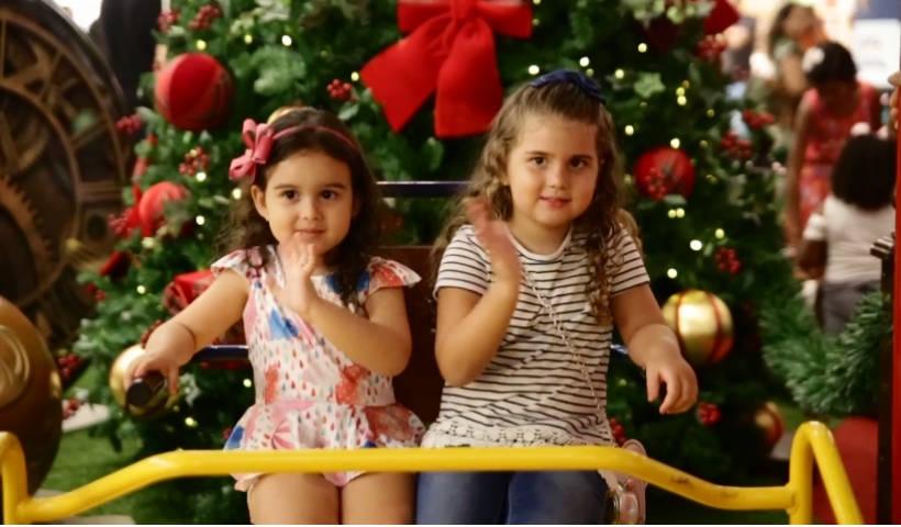 Vídeo: Muita diversão no balanço acessível no Natal do RioMar