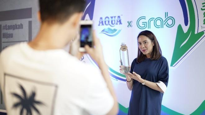 Komitmen AQUA Menjaga Kebaikan Alam melalui GrabExpress Recycle