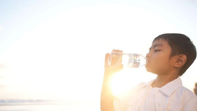 Anjuran Minum Air Putih Agar Hidup Semakin Sehat