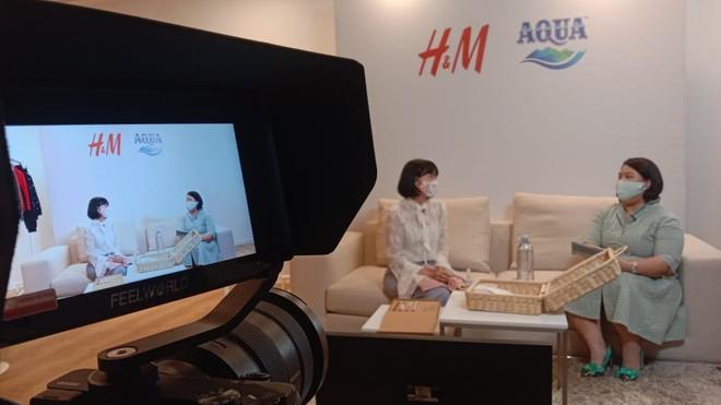 Danone-AQUA dan H&M Indonesia Perkuat Inisiatif bottle2fashion
