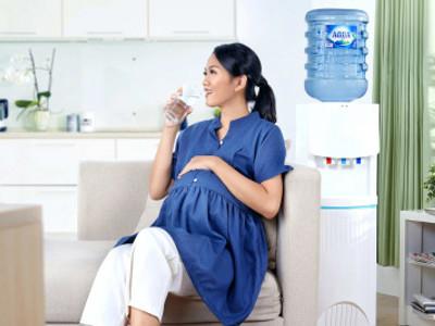 Minum Air Putih Untuk Ibu Hamil, Berapa Gelas Perhari?