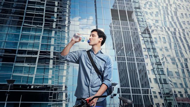 Berapa Liter Air yang Harus Diminum Agar Tidak Kekurangan Cairan?