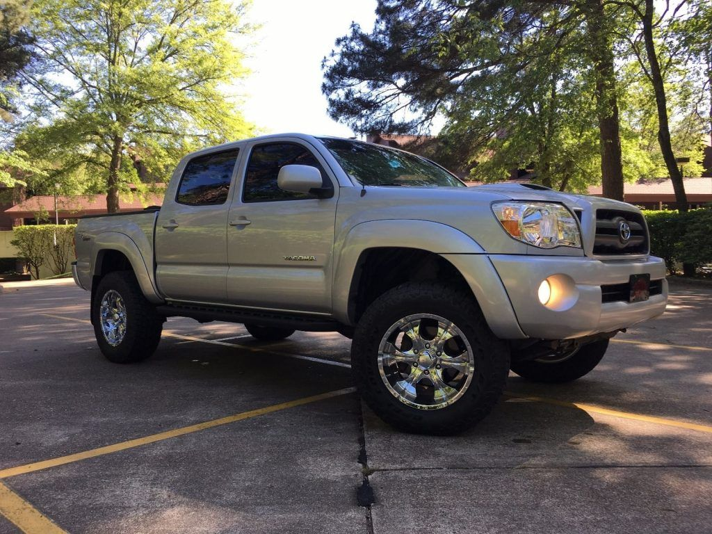 Excellent shape 2005 Toyota Tacoma lifted