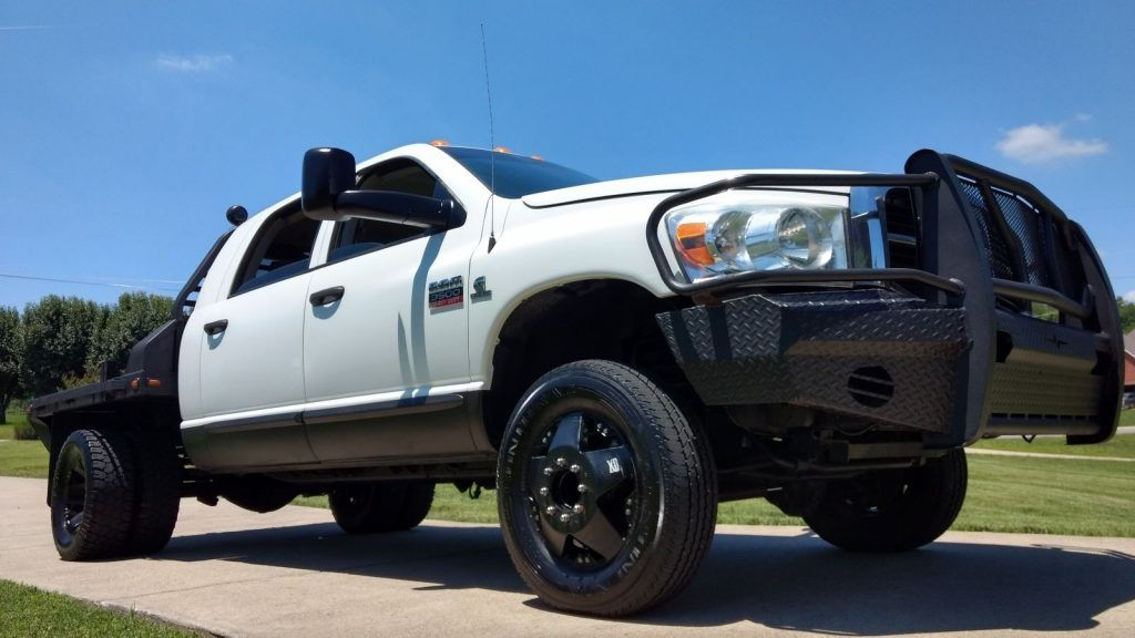 Lift bed 2008 Dodge Ram 3500 lifted