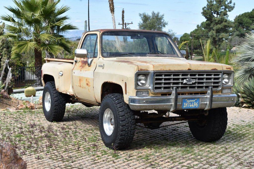vintage 1975 Chevrolet Pickups lifted