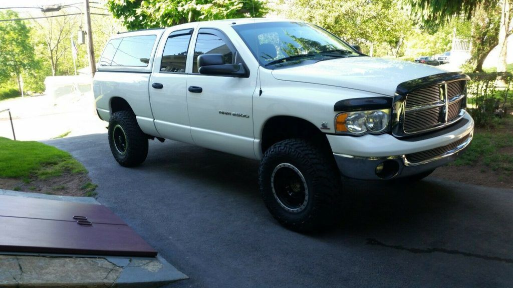 recently lifted 2005 Dodge Ram 2500 Slt lifted