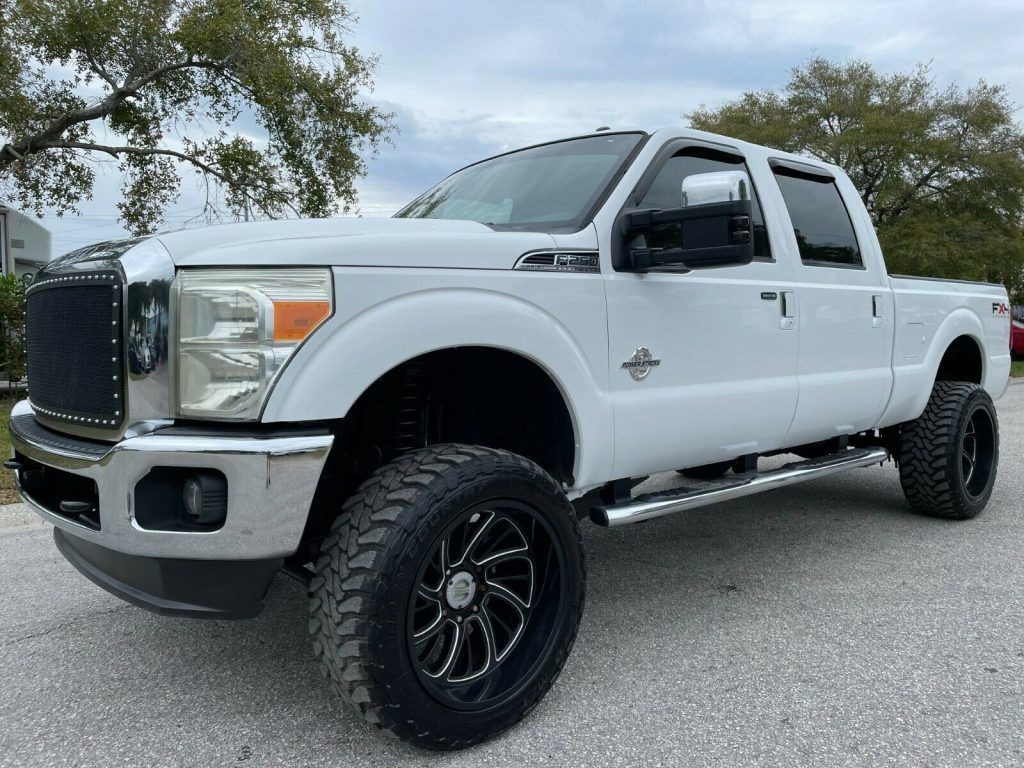2011 Ford F-250 Lariat Crew Cab Lifted [no issues]