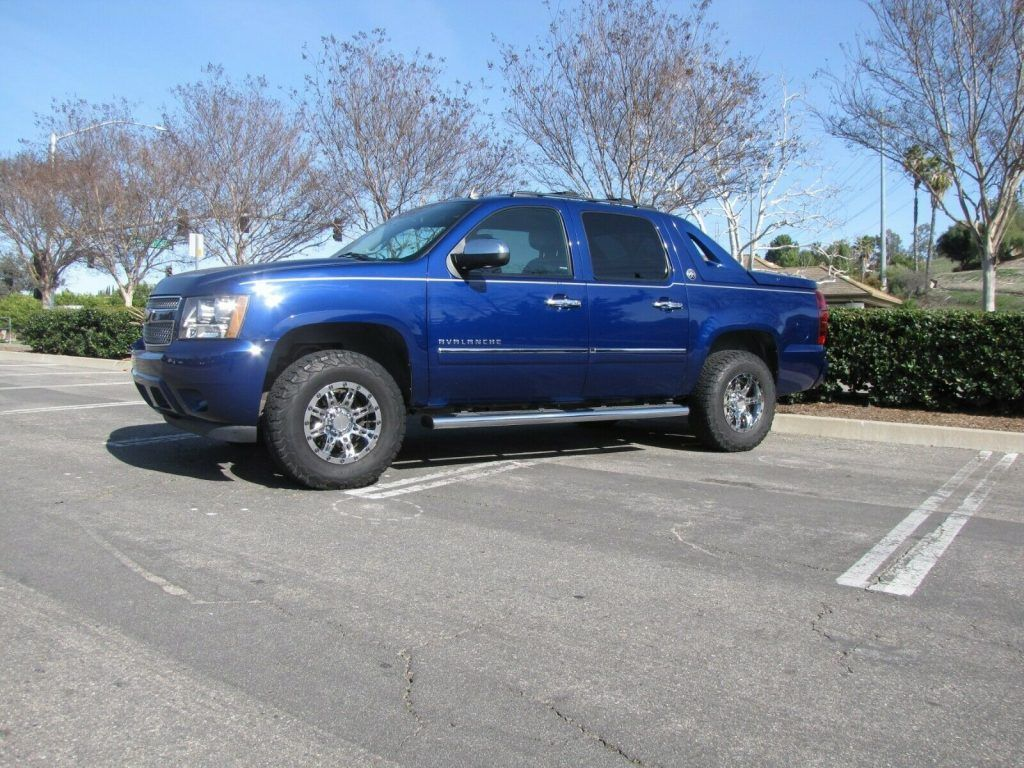 2013 Chevrolet Avalanche LTZ lifted [equipped with every option available]
