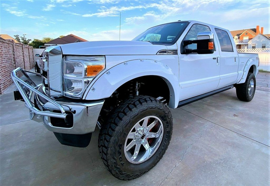 2014 Ford F-250 Lariat lifted [loaded with goodies]