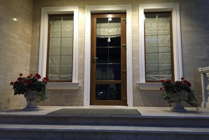 Вхідні двері в ламінації