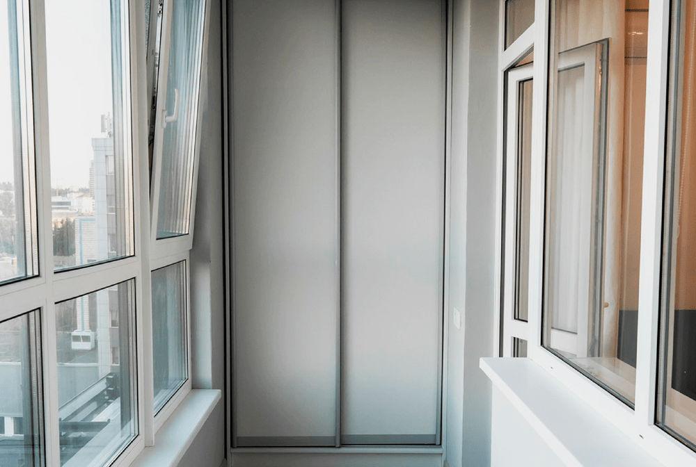 Вікна REHAU на балконі