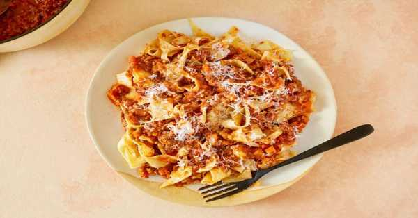 For being healthy with Italian cuisine: Pappardelle Bolognese