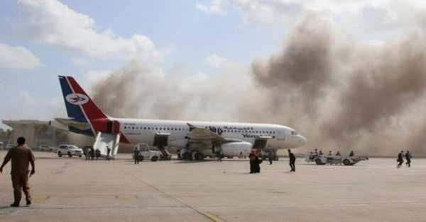 Yemen war: Deadly assault at Aden air terminal as new government shows up