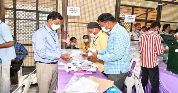 BJP leads in Hyderabad Municipal Corporation votes of 150 seats: JP to 79 seats, TRS ahead at 35